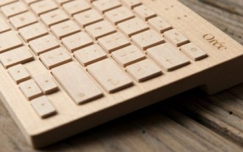 tastiera fatta di legno